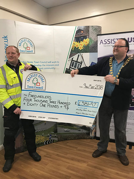 Outgoing Mayor's Charity Cheque presentation to Freewheelers Emergency Voluntary Service